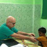 Prof. Vaienti visita ortopedica in missione medica in Bagladesh