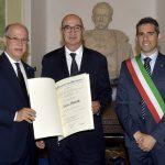 Prof. Vaienti medico chirurgo ortopedico insignito Cavaliere al merito Repubblica Italiana